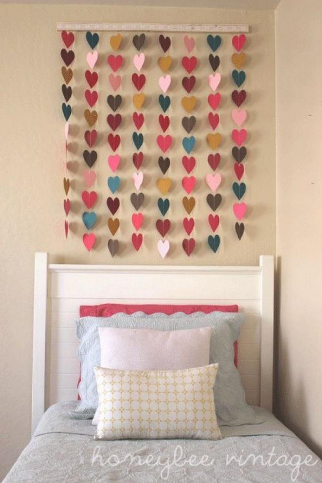 Как красиво украсить стену в комнате своими руками